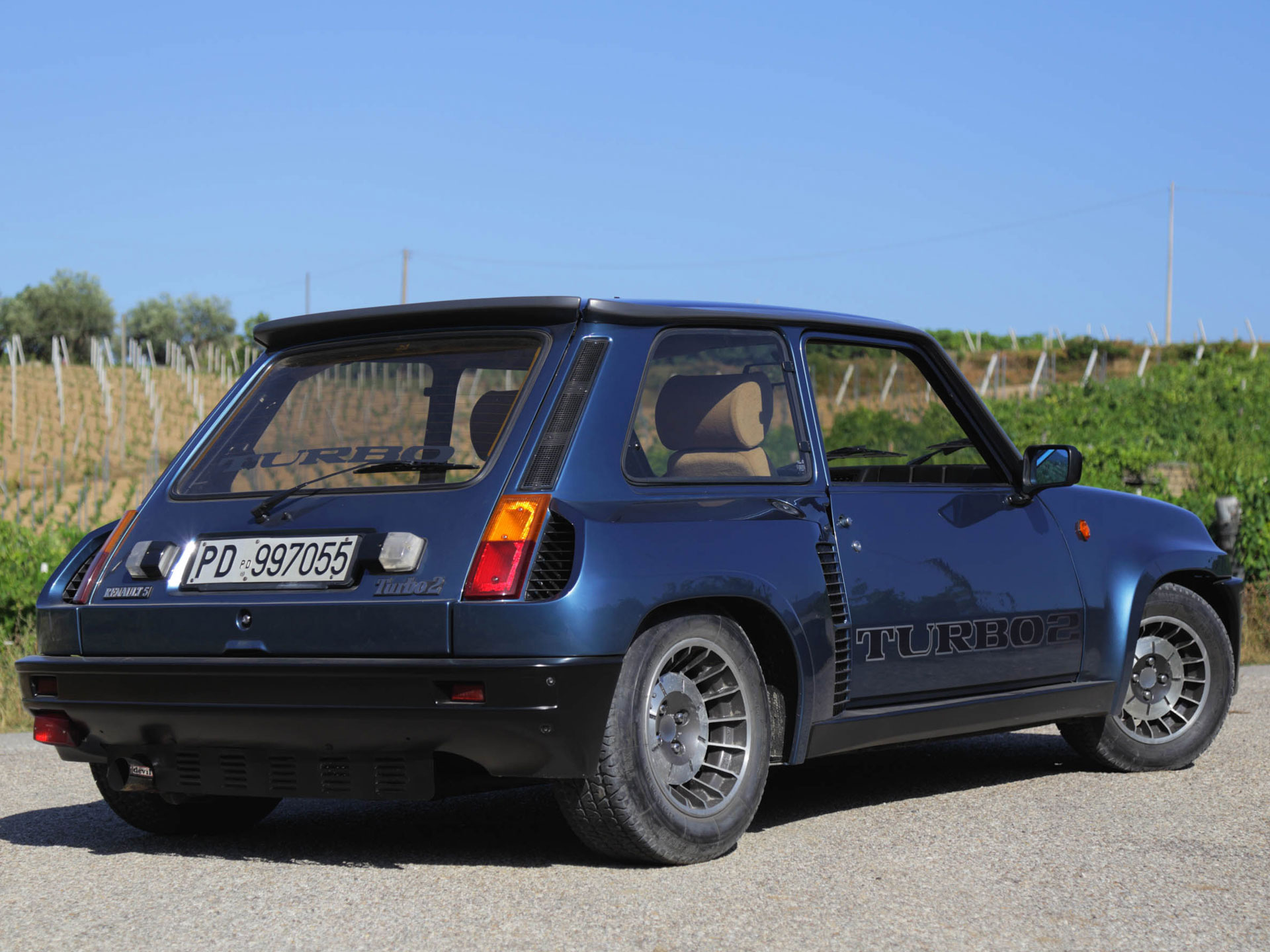 i tamed a renault 5 turbo ii a smiling mid engined box. Black Bedroom Furniture Sets. Home Design Ideas
